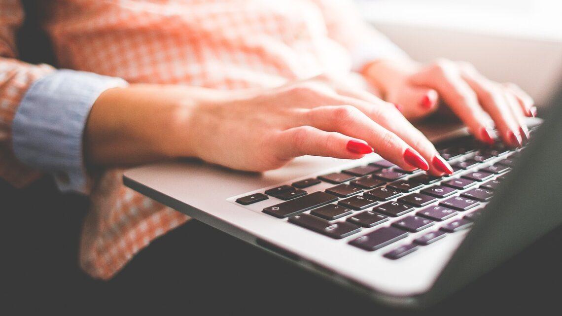 Quali sono gli elementi chiave di un'email commerciale?